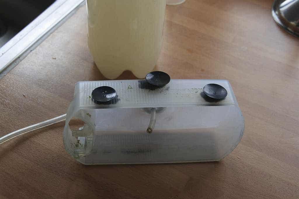 Co2 oplossen door omgekeerd bakje