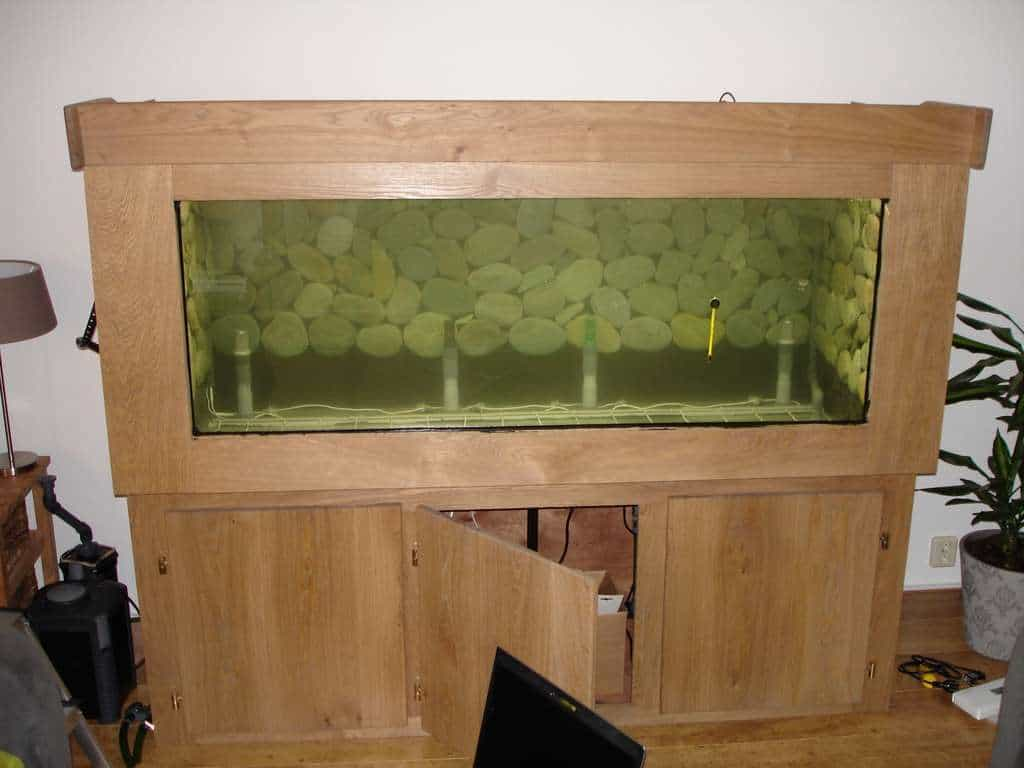 Het aquarium is geheel gevuld en lekdicht
