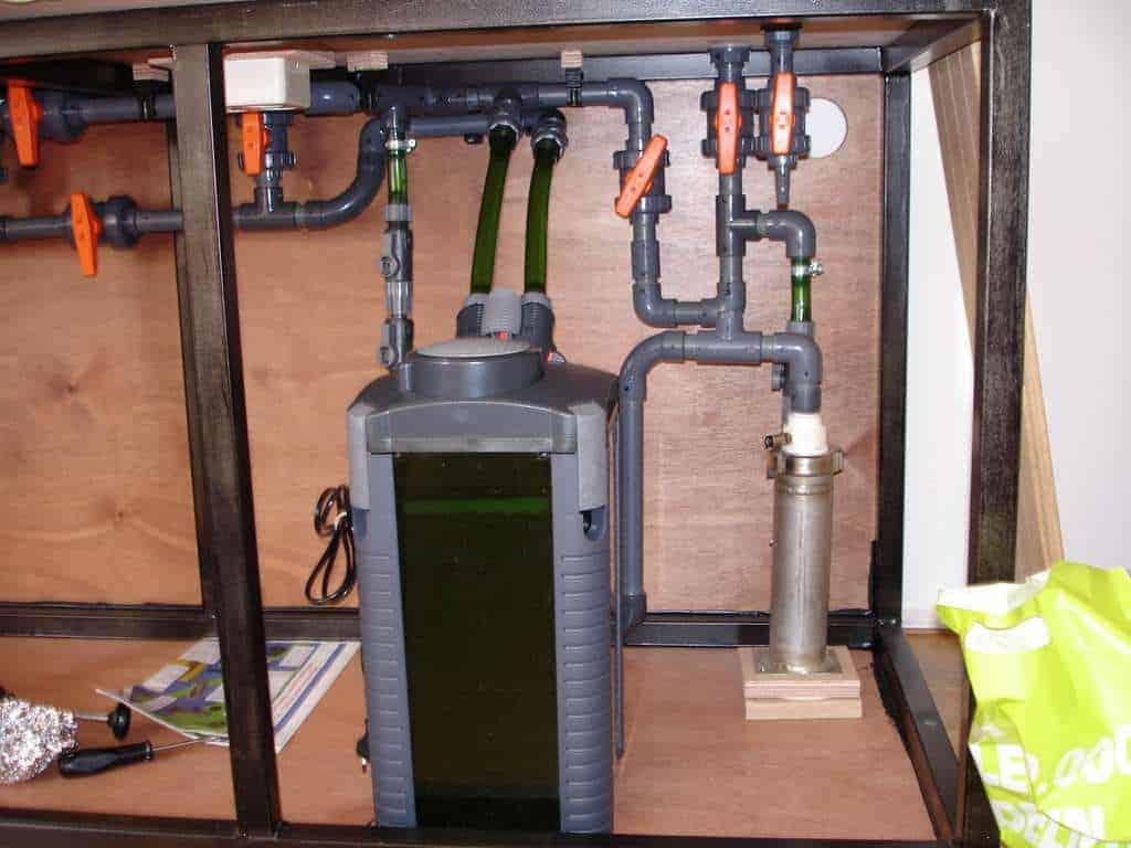 Eheim filterpomp met rechts Co2 reactor