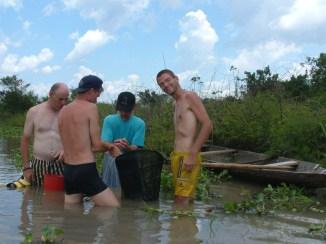 De groep aan het vissen vlnr Hans, Bart, Andre en Cristiaan